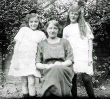 Doreen, Louisa and Edna Curtis